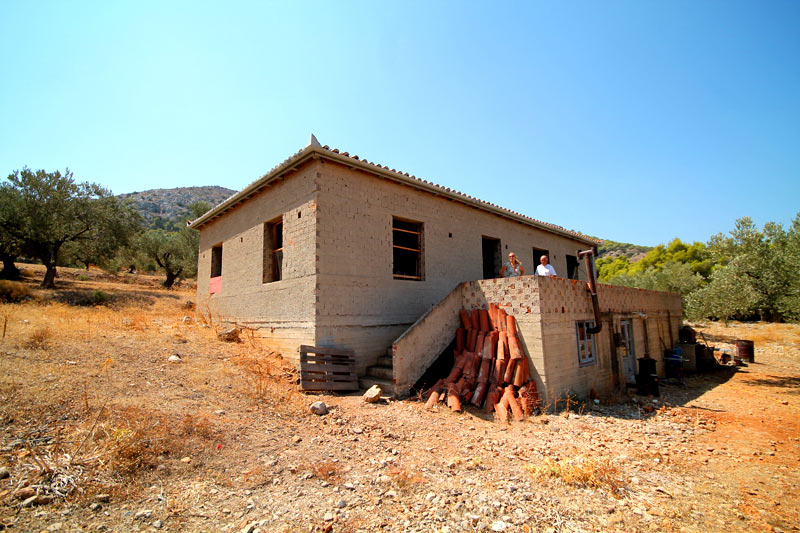 A house in 9000 m2 at an advanced stage of construction