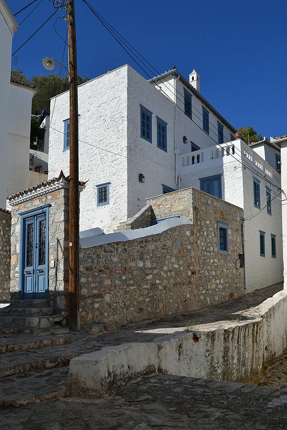 A lovely traditional Hydra island house in an excellent position in Hydra town, close to the port.