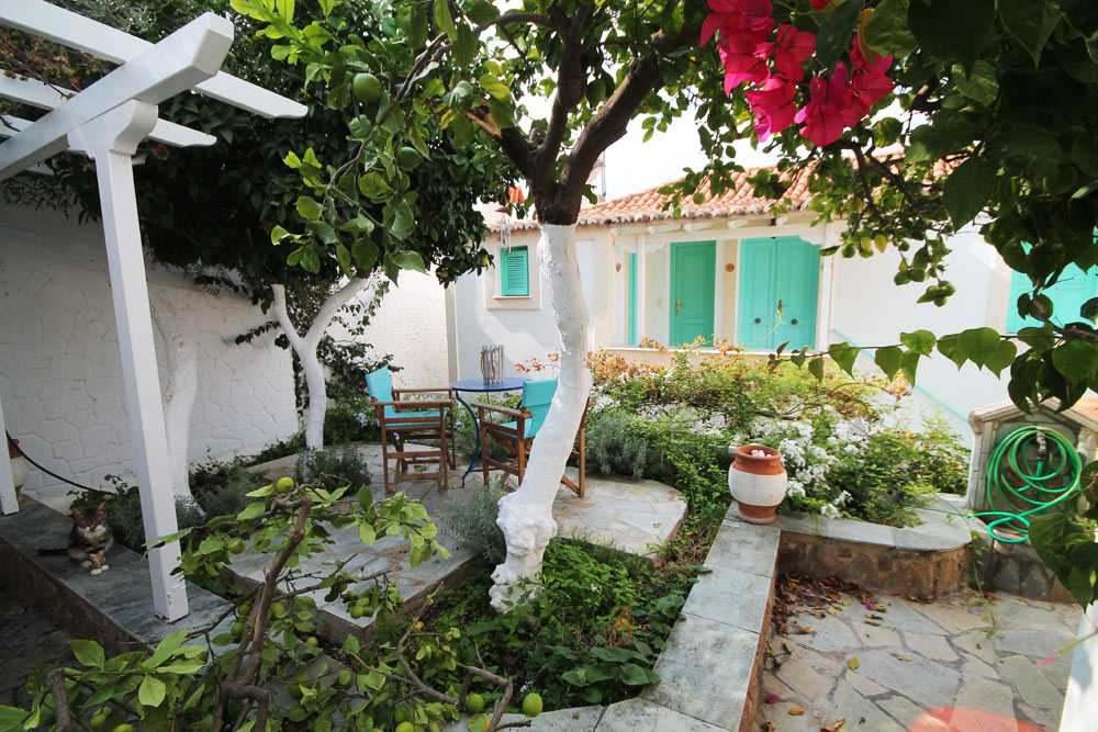 Property for sale in Poros, Hydra, Greece  A charming three bed