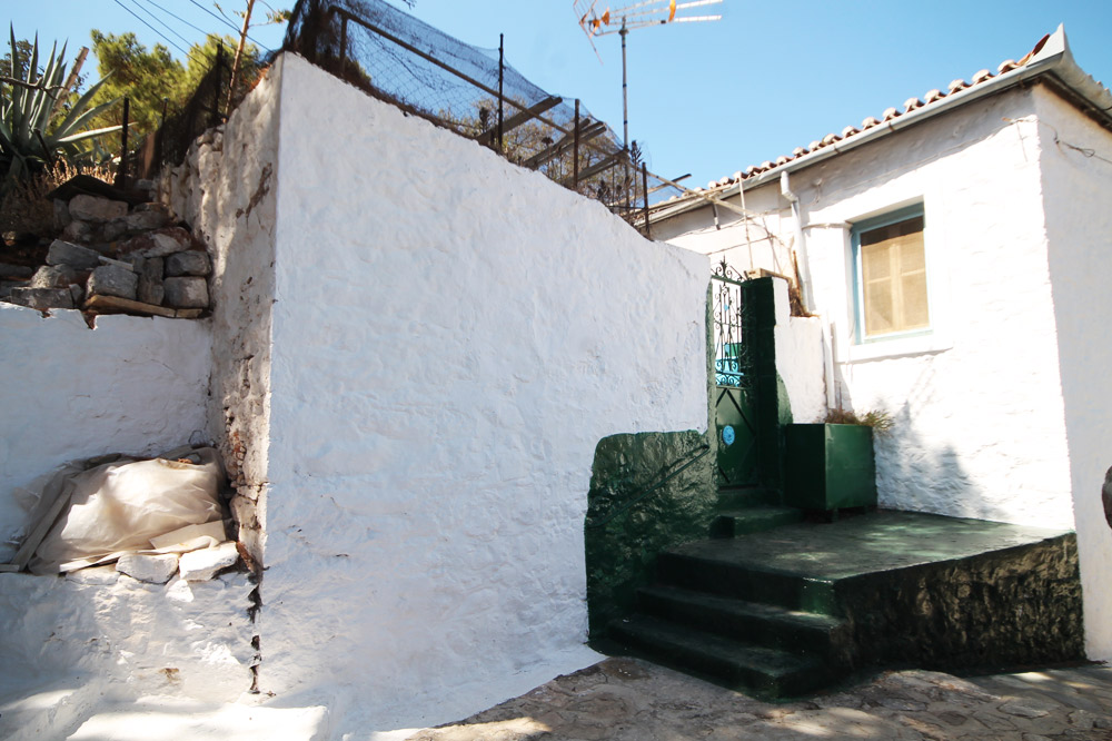 A small but attractive village style house in the Kiafa region of Hydra town.